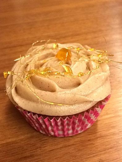 mit einem Karamellgitter wird jeder Cupcake zu einem Kunstwerk