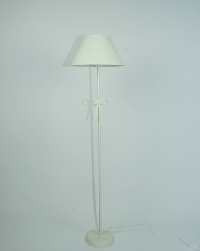 Lámpara de pie blanca con lazo