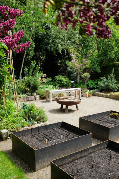 dieartigeGARTEN // (early) May Garden - high beds / Knieehochbeete frisch ausgesamt