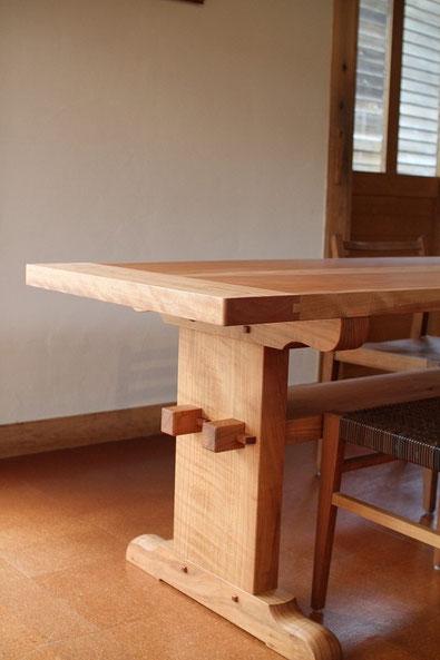 釘を使わず組み上げたテーブルです。
