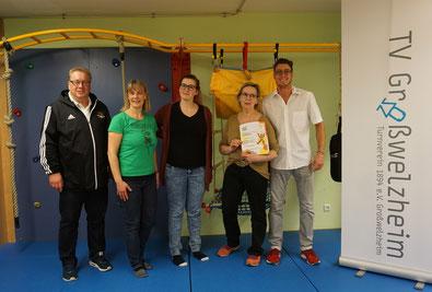 Auf dem Foto von links: Karl-Heinz Klug (BSJ/BLSV), Andrea Schmitt (TV-Großwelzheim), Melanie Claus u. Eva-Maria Wühr (Villa-Erzieherinnen) und Felix Heuser (BSJ/BLSV)