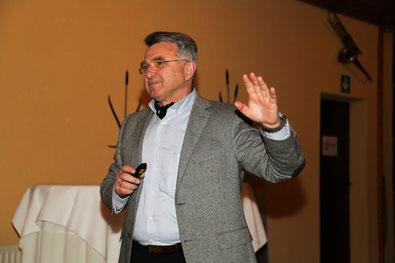 Der Erfinder des Dörpsmobils in der Gemeinde Klixbüll, Werner Schweizer, erläuterte das Projekt.