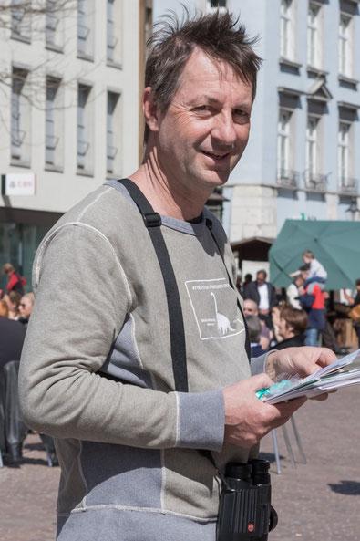 Turdus-Präsident Andreas Reich mit Buchempfehlungen (Foto: S. Trösch)