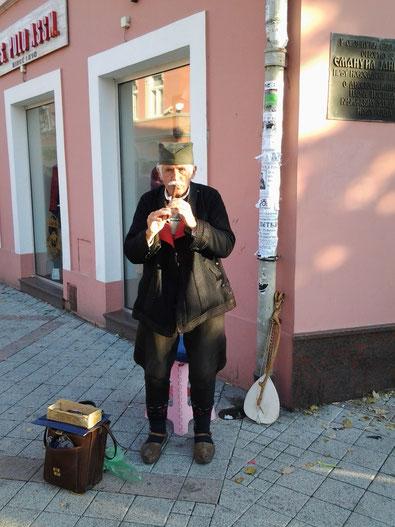 Voyage en Serbie - A Novi Sad, un vieux serbe coiffé de la chaïkatcha traditionnelle