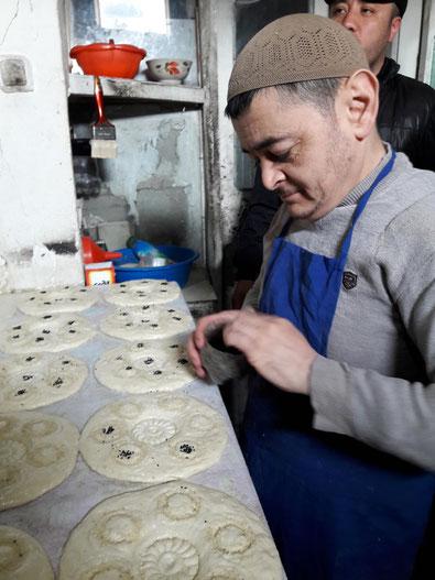 Le pain ouzbek : un pain du monde. Un boulanger dans la vallée de Fergana.