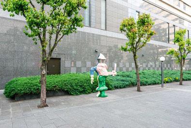 駅北口の「ファーレ立川アート」 オブジェの写真