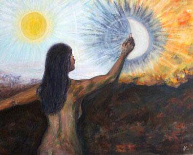 Frau malt Sonne und Mond