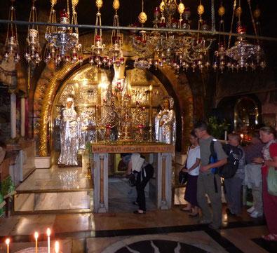 Алтарь Голгофы, где, как считается, был воздружен крест, на котором распяли Иисуса Христа.