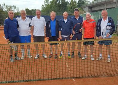 Am 18.09. nahmen Hermann Holzer und Wolfgang Bruneder am Senioren-Doppelturnier des ATSV Schärding teil. 17 Doppelpaarungen kämpften in zwei 6-er und einer 5-Gruppe um den Turniersieg (jeder gegen jeden; Spielzeit 20 min). Gleich im 1. Spiel wurden beide