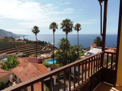 Bild und Link: Blick vom Balkon über das Meer bis Icod, aus dem Apartment in La Longuera
