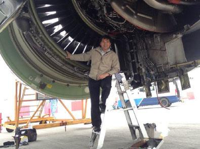 Tim inspecting a GE90-115B engine   - photos: TL