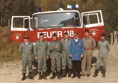 Bild: Einführungskurs für das neue TLF vom 25. - 28. Oktober 1983. (Werro M, Pürro P, Scherz E, Jungo M, Hungerbühler G, Riedo P, Bächler A.)