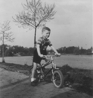 Mein erstes Fahrrad / ...Rädchen 1955
