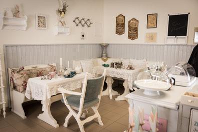 Die Café-Ecke im Lieblingskasterl, Sitzgelegenheit für bis zu sieben Personen