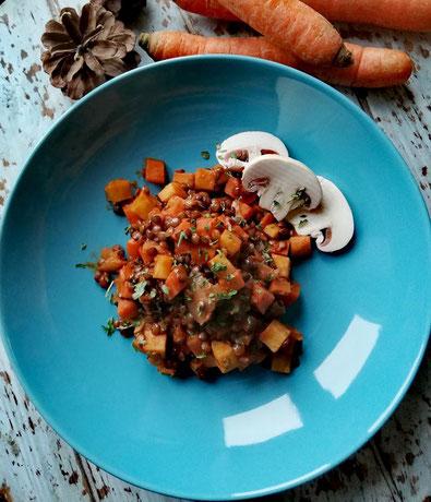 Linseneintopf mit Karotten, Zwiebeln und Sellerie