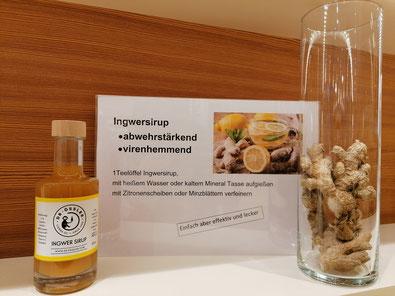 Dr. Össler Ingwersirup ist mit 44% Fruchtgehalt in Ihrer Katharinen-Apotheke im Bregenzerwald erhältlich.