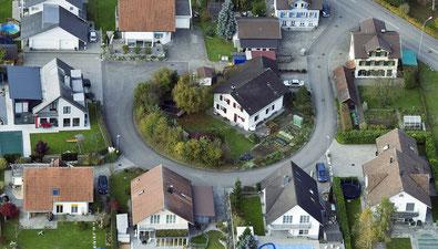 Wird das Haus mit Gewinn verkauft, freut sich der Verkäufer nicht alleine. Auch der Steuervogt freut sich über Einnahmen aus der Grundstückgewinnsteuer.