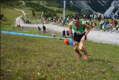 Helmut Schmuck knapp vor dem Ziel als Sieger der AK 55 (Foto: Altstätter/Veranstalter)