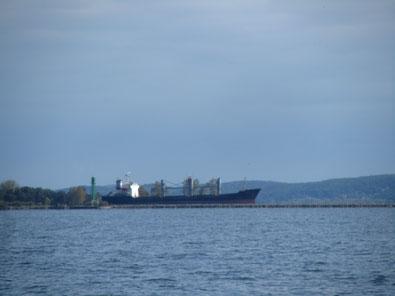 Der Kanal Kaiserfahrt mit großem Schiff