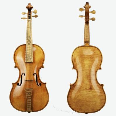 Violinen nach Jakob Stainer sind bestens als Barockgeigen geeignet. Wir bauen in unserer Meisterwerkstatt möglichst originalgetreu Barockgeigen nach. Sie können diese in unserem Atelier in Niederbayern bestellen