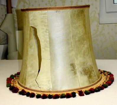 Lassen Sie Ihren alten oder kaputten Lampenschirm fachmännisch im Lampenschirmatelier in München erneuern.