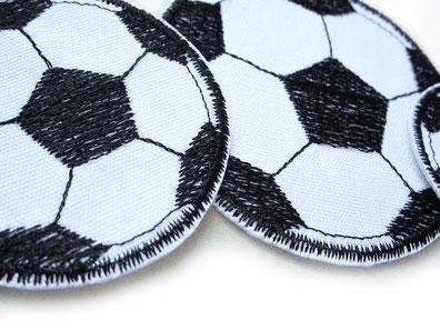 Bild: Fußball Aufnäher zum aufbügeln, Fussball Hosenflicken gestickt weiß schwarz, Bügelflicken für Kinder