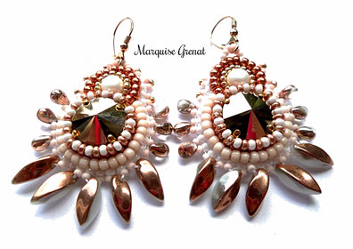 photo-boucles-oreilles-dormeuses-brodees-createur-frangees-or-rose-blanc