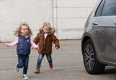 Manfred Held Avova Autositze mit Kind