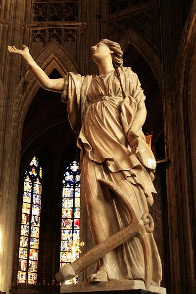 Die Hoffnung, Skulptur von Jacques Du Broeucq (1541–1545), Saint Waltrude, Belgien (c) Jean-Pol GRANDMONT, Wikipedia