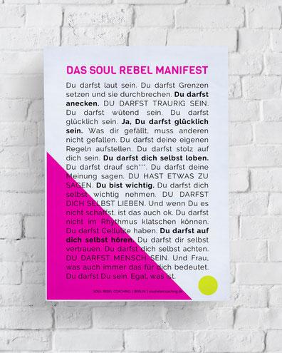 Selbstbewusstsein stärken, Frau steht entspannt, Newsletter, Soul Rebel Coaching Berlin
