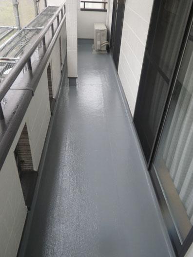 熊本市N様家の外壁塗装及び屋根塗装時。ベランダ床の防水塗装完成です。