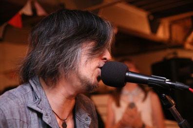 ヨシ兄、気持ち良さそうに歌ってるなあ。