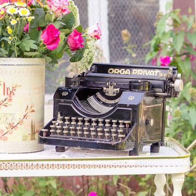 Vintage Schreibmaschine www-meine-vintage-hochzeit.de