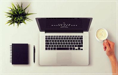 Bureau organisé ordinateur travail assistante secrétaire
