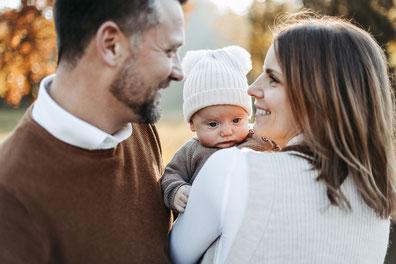 Familienshooting mit Babybauch und Kind