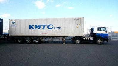 海上コンテナ輸送トラック
