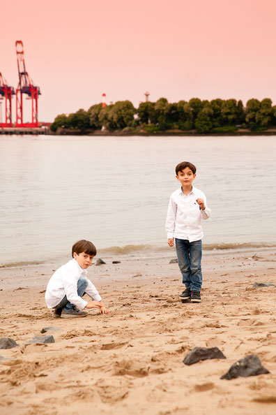 Fotos am Elbstrand Hamburg Jungs Kinderfotos