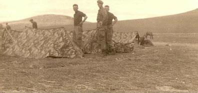 Tentes modèle 1956 camouflées en Algérie