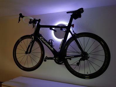 Wandhalter Wandmontage Halterung Fahrrad Rennrad Holz mit Beleuchtung LED Bike wall mount Karbon Carbon Cucuma