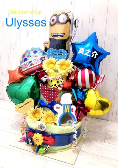 出産祝い スタイ、タオル、ソックス、おもちゃ入り 豪華で賑やかなオムツケーキです バルーンショップユリシス