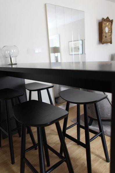 Küchentisch mit praktischen Stühlen von Objekt Raum