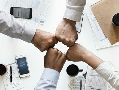 Teamwork und Zusammenhalt mit Dreh-Zahl