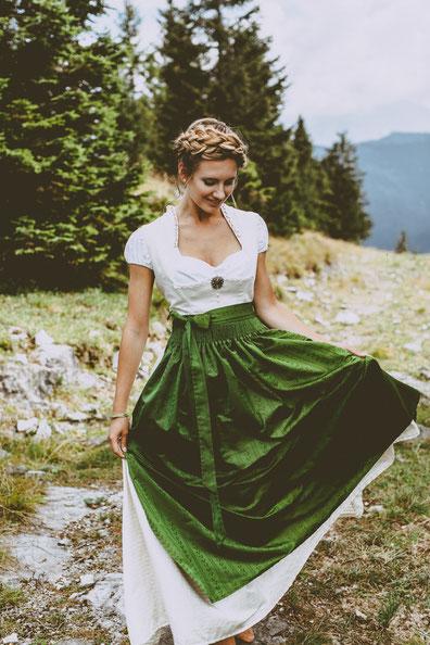 Dirndl, Brautdirndl, Hochzeitsdirndl lang Leinen in der Farbe Weiß / Grün, gestiftelt