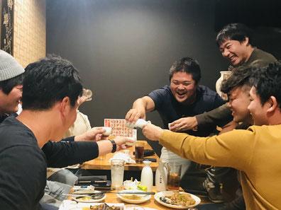 日本酒一気飲み対決が勃発