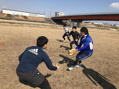 名古屋市でのラグビー練習/ヒデのパス