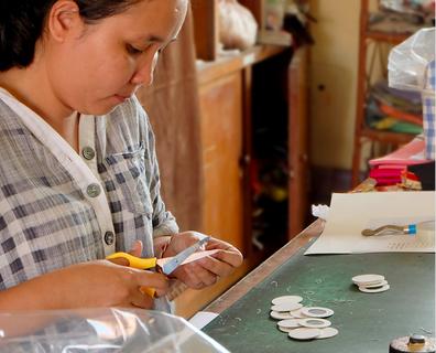 縫製はもちろん、パターン作りやデザインといくつもの仕事ができるシナ。