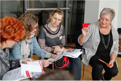Annelie Strehl stellt das Frauennetzwerk Stormarn vor.