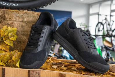 Die neuen Specialized Schuhe im e-MTB Einsatz auf den Trails