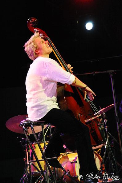 Kyle Eastwood, le 17 août 2016 festival Jazz à Ramatuelle.  (Photo) Oliver Farkas.