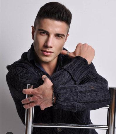 Stefano Bellina, ballerino coreografo chiamato spesso in trasmissione televisive, personal Trainer, da quest'anno nel nostro staff per i corsi di Hip hop, break dance e acrobatica